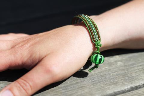 Armbandet Åtta Glas, grönt och brons