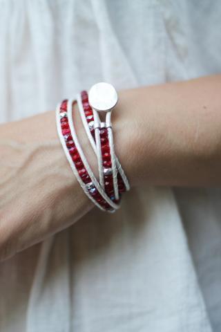 Wraparmband vitt, rött och silver